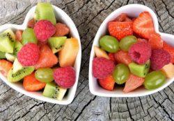 Manger des fruits le soir